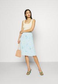 Vila - VIPLISSEA NEW MIDI SKIRT - Pleated skirt - faded denim - 1