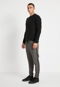 Only & Sons - ONSLINUS PANT CHECKS - Pantalon classique - medium grey melange - 2
