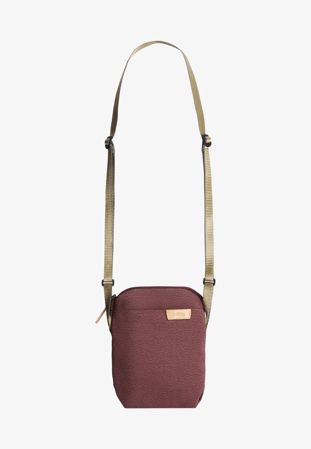 CITY POUCH - Across body bag - red earth