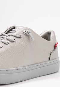 Levi's® - VERNON - Trainers - silver old look - 2