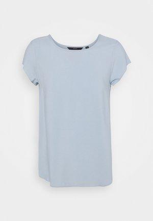 VMBOCA BLOUSE - Basic T-shirt - blue fog