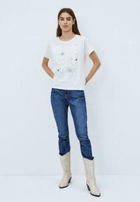Pepe Jeans - ALANIS - Print T-shirt - white - 1