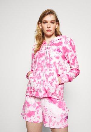 PUFF TIE DYE ZIP UP HOODIE - Zip-up sweatshirt - white/hyper pink