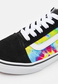 Vans - UY OLD SKOOL - Zapatillas - multicolor/true white - 5