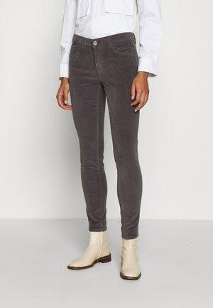SUMNER PANT - Trousers - magnet