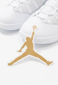 Jordan - MAX AURA BT - Zapatillas de baloncesto - white/black - 6