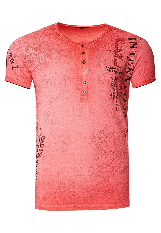 MIT SEITLICHEM DRUCK - Print T-shirt - coralle