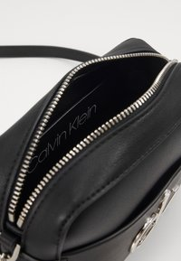 Calvin Klein - CAMERA BAG - Sac bandoulière - black - 3
