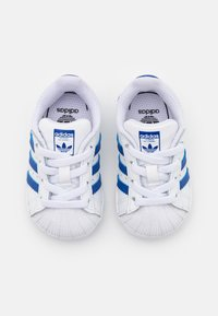 adidas Originals - SUPERSTAR  - Sneakersy niskie - footwear white/team royal blue - 3