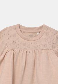 Name it - NBFFLORA  - T-shirt print - peach whip - 2