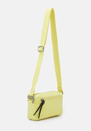 LIA - Across body bag - yellow