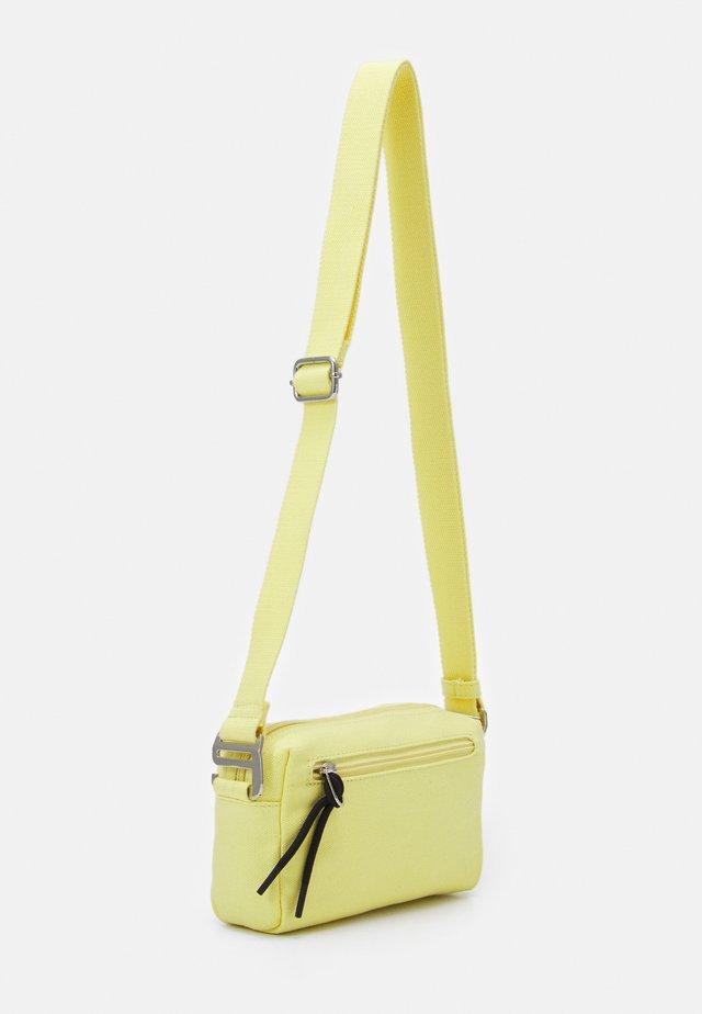LIA - Taška spříčným popruhem - yellow