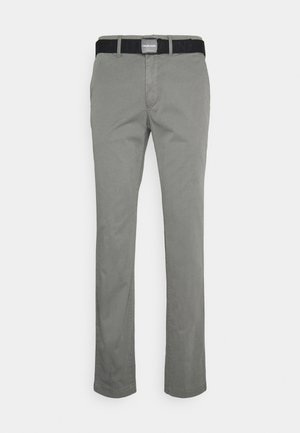 SLIM FIT GARMENT DYE BELT - Chino kalhoty - pewter