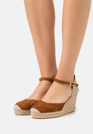 CACERES - Platform sandals - cognac