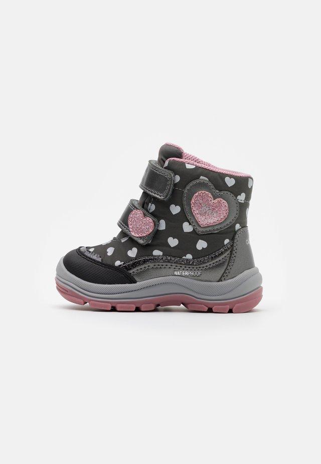FLANFIL GIRL WPF - Winter boots - dark grey/pink