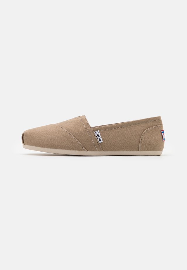 BOBS PLUSH - Loaferit/pistokkaat - taupe