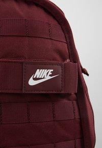 Nike Sportswear - UNISEX - Mochila - night maroon/white - 6