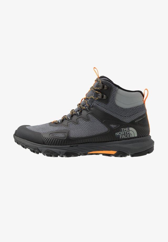 M ULTRA FASTPACK IV MID FUTURELIGHT - Chaussures de marche - dark shadow grey/griffin grey