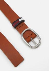 Tommy Jeans - CASUAL OVAL BELT - Belt - brown - 1