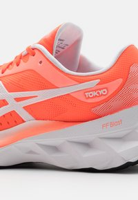 ASICS - NOVABLAST TOKYO - Neutral running shoes - sunrise red/white - 5
