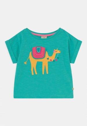 SOPHIA SLUB CAMEL - Print T-shirt - pacific aqua