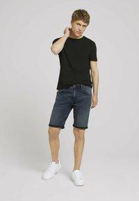 TOM TAILOR DENIM - Denim shorts - blue-black denim - 1