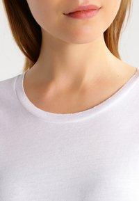 Zoe Karssen - ROUND NECK LOOSE FIT TEE - Basic T-shirt - optical white - 3