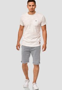 INDICODE JEANS - CASUAL FIT - Shorts - mottled light blue - 1
