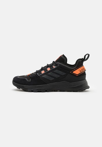 TERREX HIKSTER LOW - Hiking shoes - core black/dough solid grey/signal organge