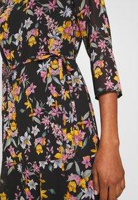 Pieces - PCNANNA TIEBELT DRESS - Sukienka letnia - black - 7