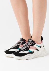 ONLY SHOES - ONLSANNA CHUNKY - Zapatillas - white/black - 0