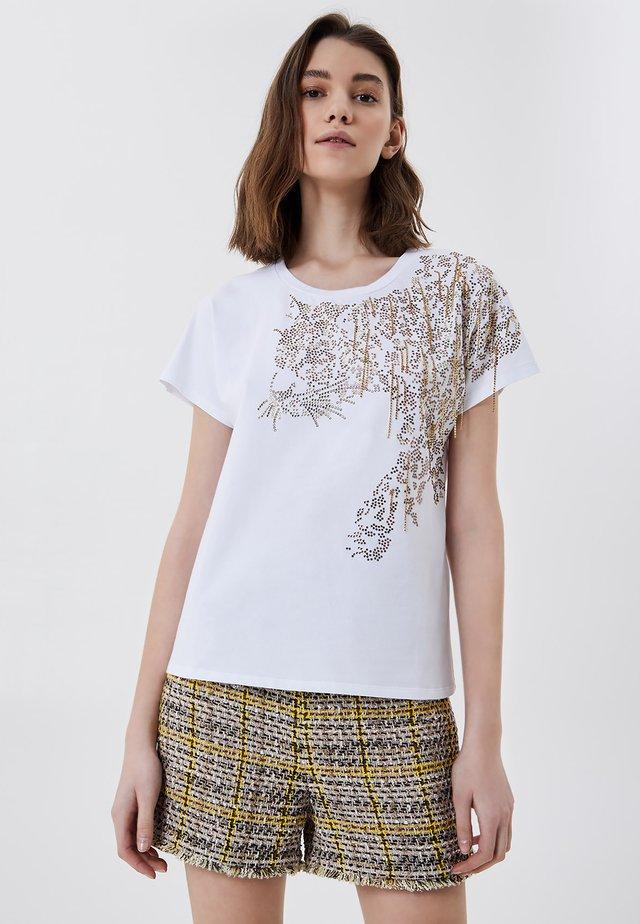 WITH APPLIQUÉS - T-shirt print - optic white