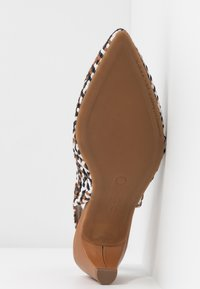Pedro Miralles - Classic heels - multicolor - 6