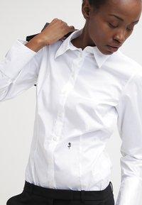 Seidensticker - Komfortable Slim - Button-down blouse - white - 3