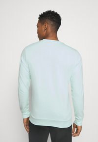 Jack & Jones - JJSHAKE CREW NECK - Sweatshirt - bleached aqua - 2