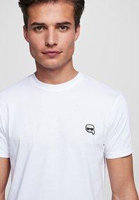 KARL LAGERFELD - IKONIK - Camiseta básica - white - 4