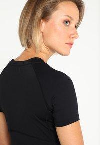 Superdry - T-shirt sportiva - black - 3