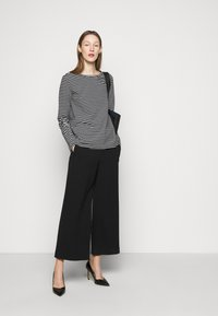 WEEKEND MaxMara - SOPRANO - Long sleeved top - schwarz - 1