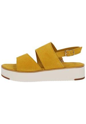 Sandały na platformie - saffron 627