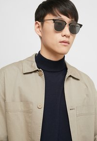 QUAY AUSTRALIA - EVASIVE - Sunglasses - high shine black/smoke - 1