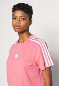adidas Originals - LOOSE FIT TEE - T-shirt print - hazy rose - 3
