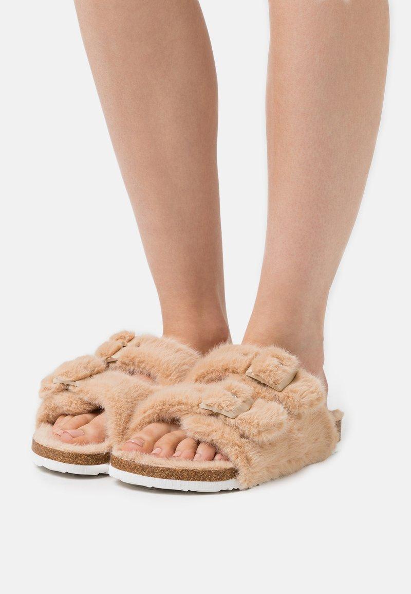 L37 - SKY WALKER - Pantofle - cream
