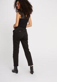 Morgan - DENA - Basic T-shirt - black - 2