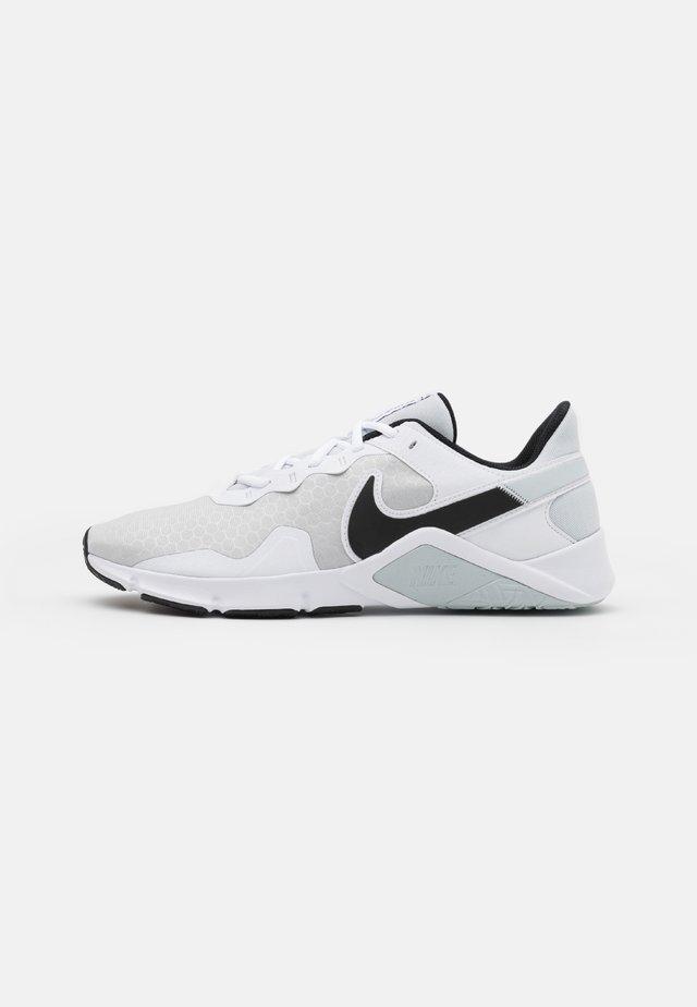 LEGEND ESSENTIAL 2 - Chaussures d'entraînement et de fitness - pure platinum/black/white
