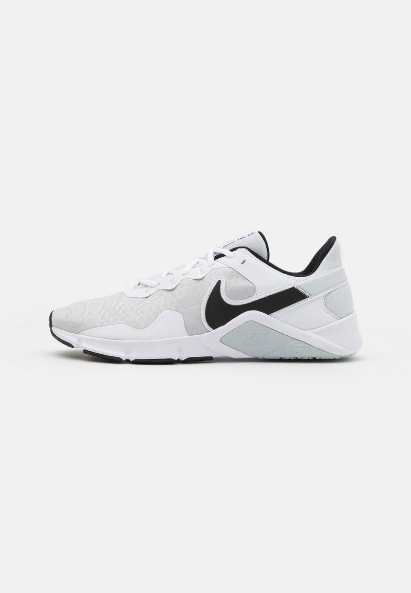 Nike Performance - LEGEND ESSENTIAL 2 - Træningssko - pure platinum/black/white