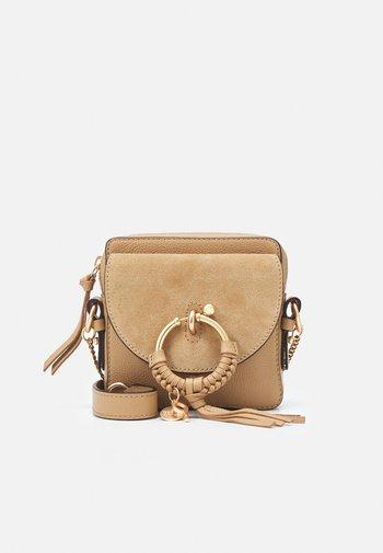 JOAN CAMERA BAG - Across body bag - coconut brown