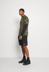 Under Armour - SPORTSTYLE LOGO - T-shirt de sport - black - 1
