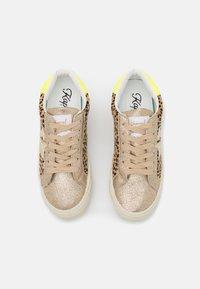 Kaporal - MOUNA - Sneakersy niskie - or - 5