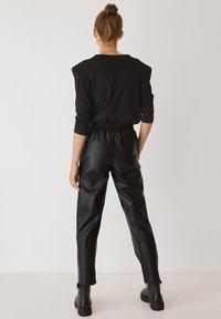 Mango - APPLE - Pantalon classique - černá - 2