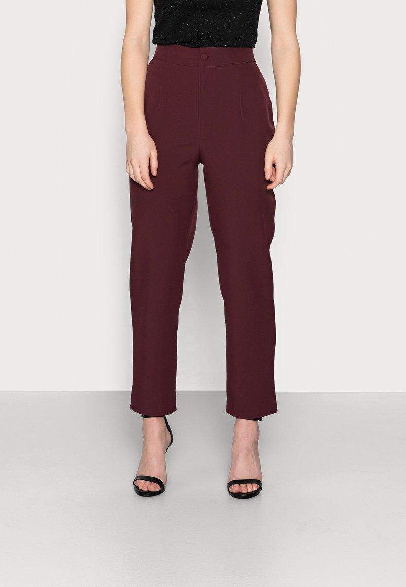 Missguided Petite - TAILORED CIGARETTE TROUSER - Trousers - plum